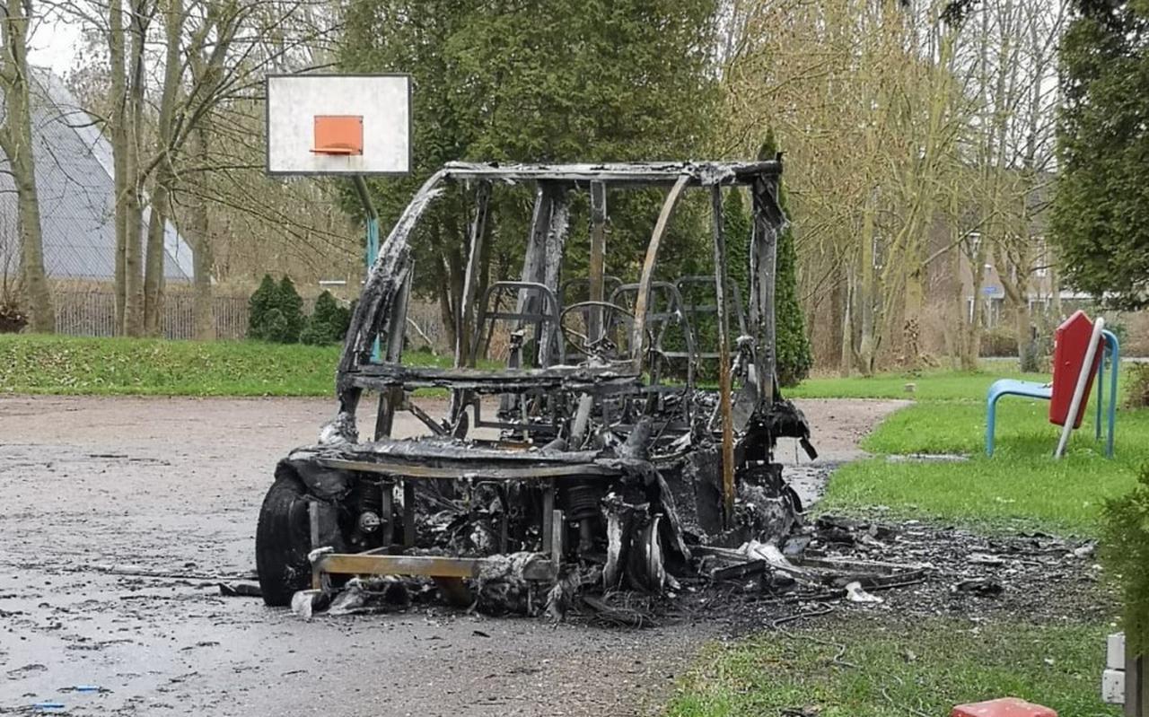 De afgebrande Heermobiel, een overdekt golfkarretje, bij wijkcentrum Trefpunt in Beijum