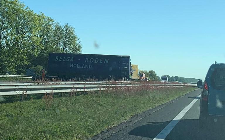 A7 bij Marum ochtend dicht door ongeluk met vrachtwagen.