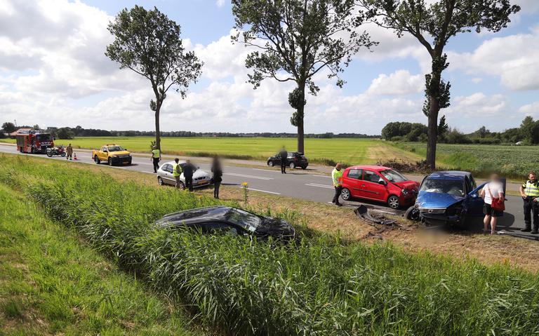 Rijksweg-West Westerbroek afgesloten na aanrijding tussen drie autos.