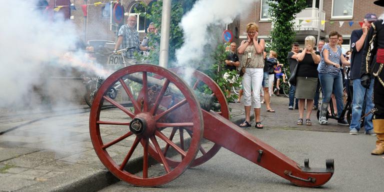 De Historische Havendagen worden 5 juli ingeleid met een kanonschot. Foto: Herman Woltersom