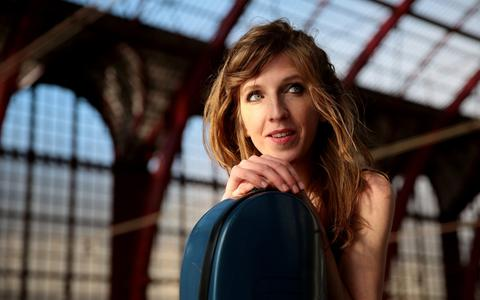 Celliste Lidy Blijdorp soleeert deze week bij het Noord Nederlands Orkest.
