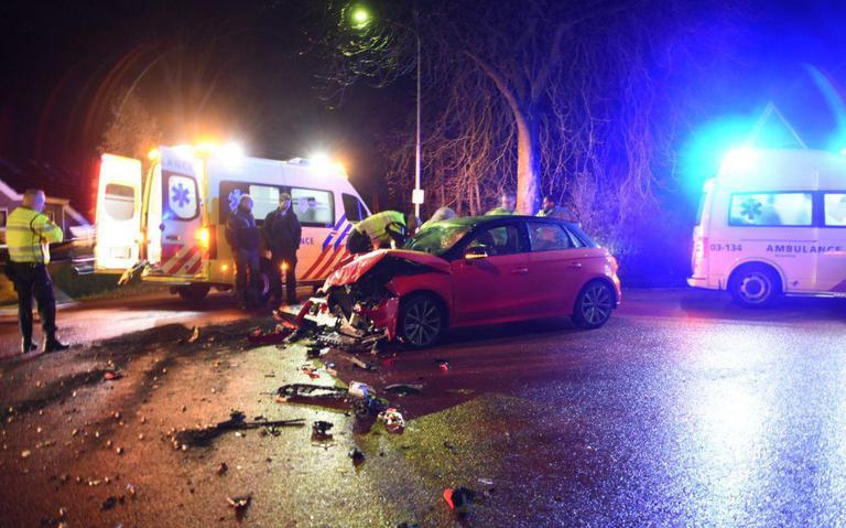 Twee gewonden bij aanrijding tussen auto en trekker in Zwiggelte.