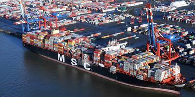 Het containerschip MSC Zoe in de Bremerhaven.