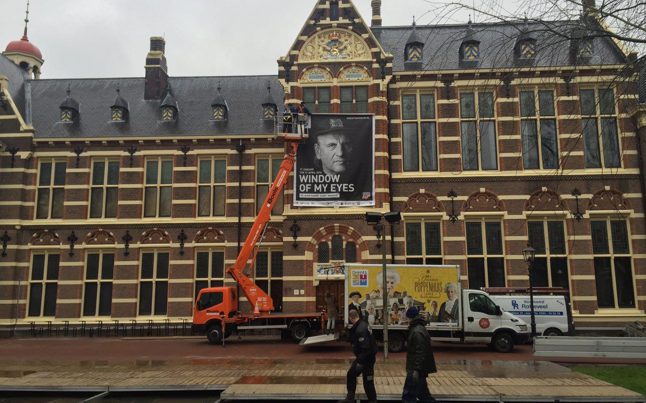 Cuby op de gevel van het Drents Museum. FOTO ARCHIEF DVHN
