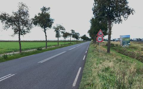 Op de Oude Dijk tussen Exloo en Tweede Exloërmond mag tijdelijk maar 30 kilometer per uur worden gereden.