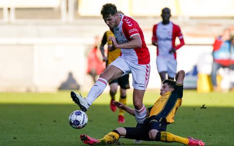 Jari Vlak in de wedstrijd tegen Roda JC op 23 oktober. Emmen pakt de winst: 1-2.