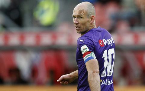 De voetbalwereld zwaait Arjen Robben massaal uit: Geniet van je pensioen, legende