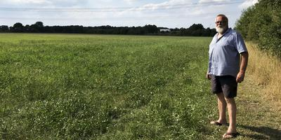 Peter Rijtema op de plek waar het zonnepark komt. Hij verhuurt de gronden.