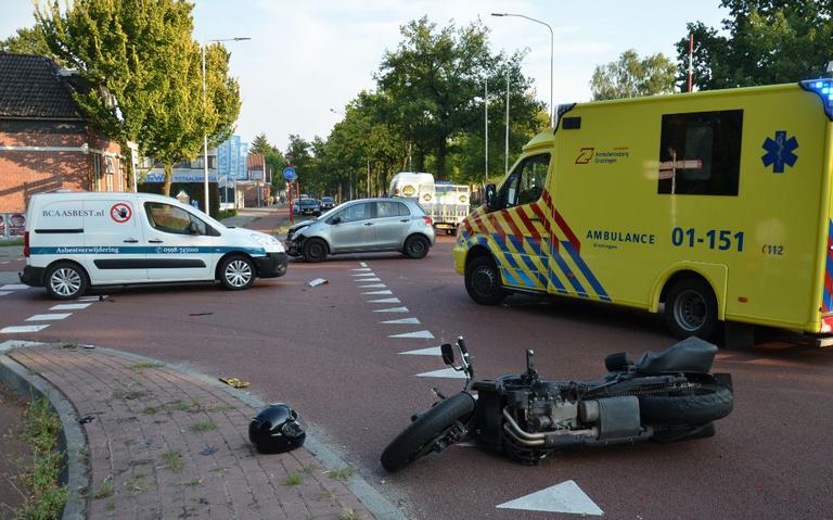 Motorrijder gewond bij aanrijding met twee autos in Musselkanaal.