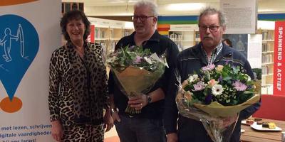 Wethouder Elly Pastoor met de Taalambassadeurs Binne Zijlstra en Willem Veenstra.