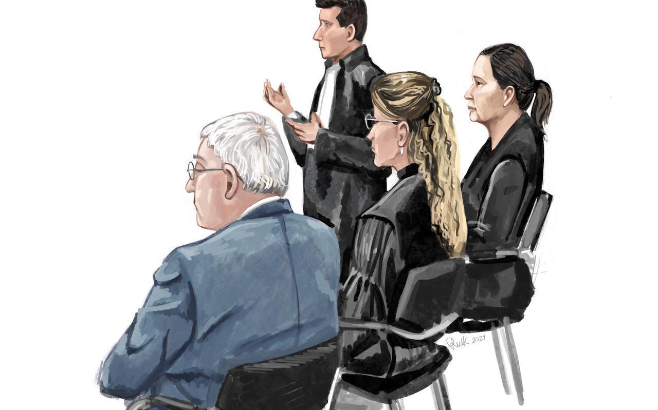 Ex-notaris P. en zijn raadsvrouw en zakenvrouw B. naast haar advocaat. Tekening: Renée van den Kerkhof