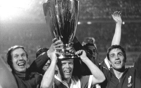 Feyenoord wint in 1970 de Europacup en Theo uit Groningen is erbij. Al mist hij de winnende goal door een Italiaanse schone