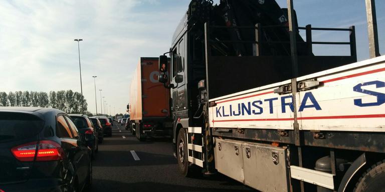 File op de A28 door meerdere ongelukken. FOTO DVHN/ALWIN WUBS