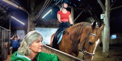 Voorzitter Ria Lammerts in de manege die de vereniging na 45 jaar moet verlaten.