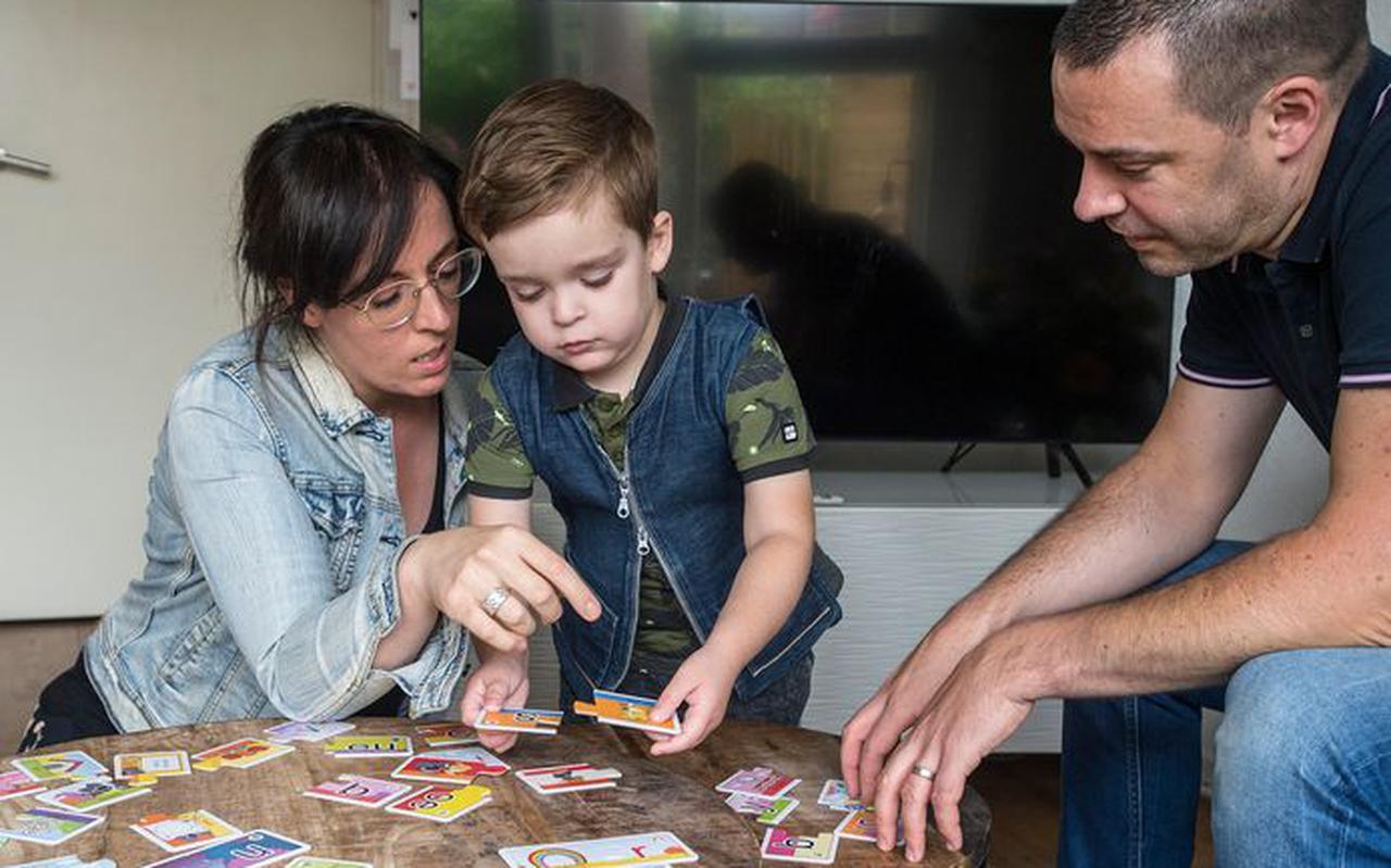 De 5-jarige Siem uit Breda met zijn ouders, Annemarie en Diederik van Overveld.