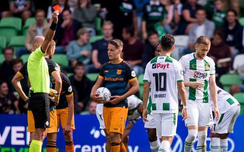 Rood voor Mike te Wierik in de 84ste minuut van de wedstrijd FC Groningen- sc Heerenveen.