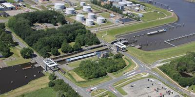 Het sluiscomplex. Foto Rijkswaterstaat