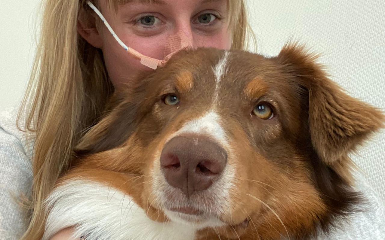 Jacintha Otten met haar hond Otis.