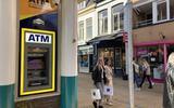 Contant geld nodig? Dat pin je nu bij grijze ATM's en gele 'geldmaten', want door plofkraken zijn de bankautomaten bijna allemaal verdwenen