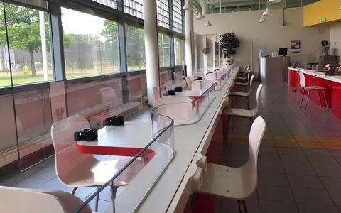 Plexiglas en looproutes maken gevangenissen Veenhuizen coronaveilig: 'Donderdag verwachten we het eerste bezoek'