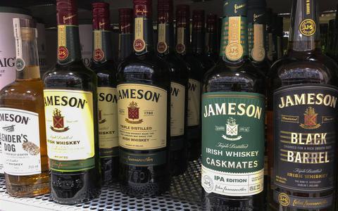 Dit doen corona en de brexit met whisky. Grote jongens zwemmen in de drank, de kleine stokers verzuipen in het papierwerk