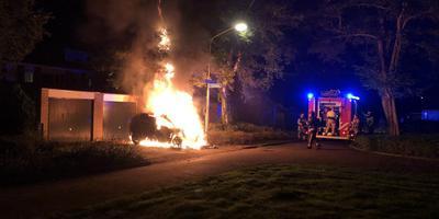 Autobrand bij de kruising van de Blokveenstraat en Praamweg in Stadskanaal