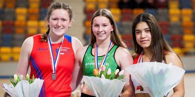 Danara Stoppels uit Holwierde (midden) is Nederlands kampioen.