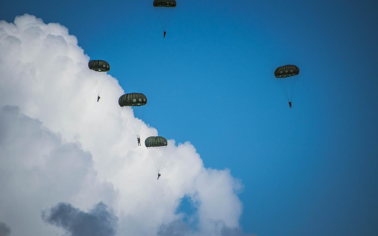 Paratroopers, ter illustratie