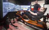 Die nieuwe race-simulator in het Formule 1 Café van Ziggo? Die komt uit Hoogeveen (en hij laat Robert Doornbos zweten)