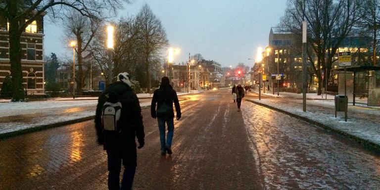Lopen over het Hereplein. Foto: DvhN