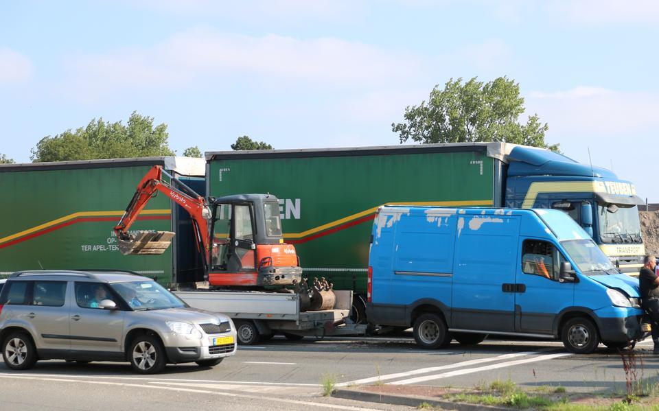 Kop-staartbotsing veroorzaakt file op zuidelijke ringweg in Groningen.