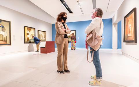 Helmantel en zeventiende-eeuwse portretten zijn wel sneltestje waard. Voor paar honderd geluksvogels gingen Drents en Groninger Museum weer open