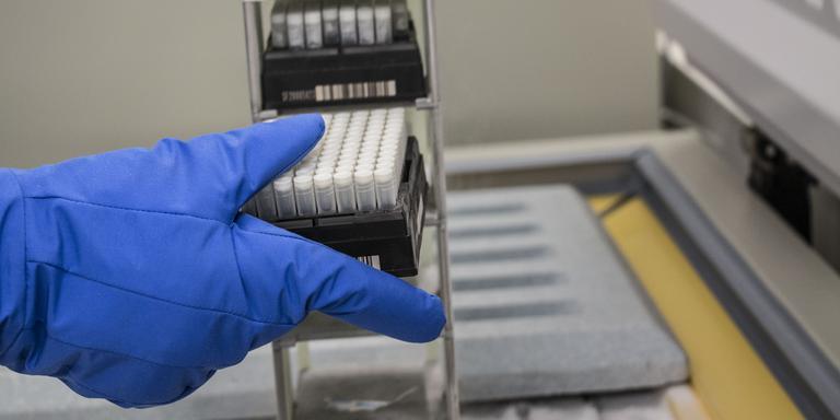 Vrieskist waarin de samples bij -80 graden worden bewaard. Foto Archief DvhN