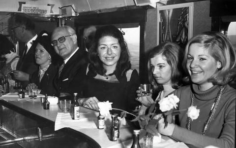 Truffel in de trein, wijn in de wagon: tentoonstelling over eten en drinken op het spoor