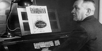 Jan Zwart bij een concert in Culemborg in 1936.