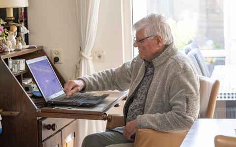 Ouderen zijn internetdwang zat: 'Ook zonder dat digitale gedoe word je oud'
