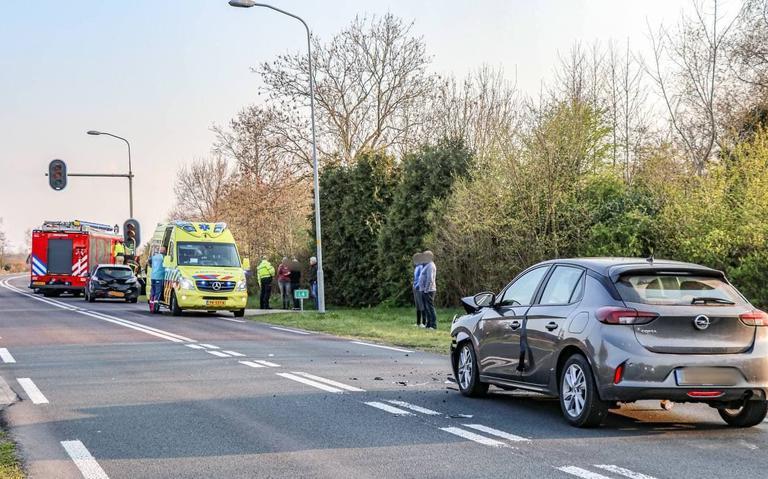 Auto's zwaar beschadigd bij kop-staartbotsing bij Peizermade