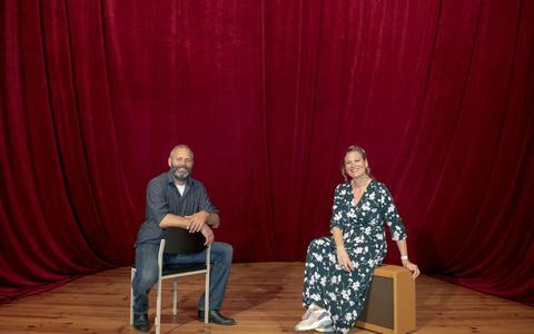 Elise Kerner en Chris Bol hebben de krimpenboerderij Onder de Linden in Valthermond overgenomen van Marion van den Akker. Concertpodium d'Rentmeester kan eindelijk van start.