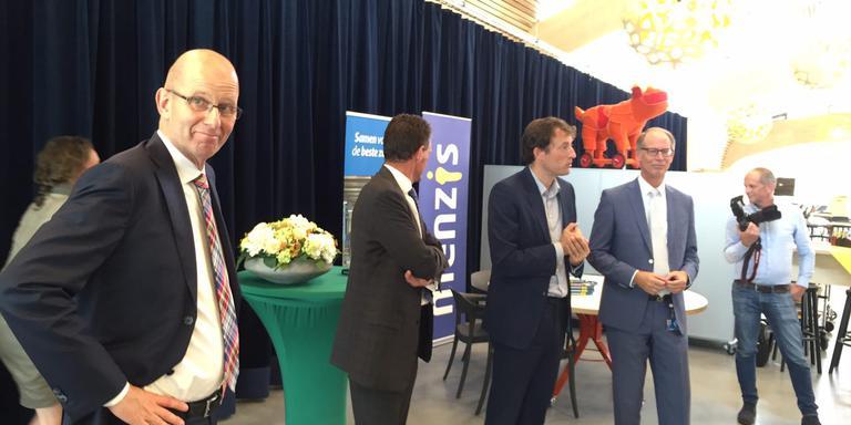 Op de foto vlnr: Ruben Wenselaar (topman Menzis) Hans Feenstra (topman Martini), Joris van Eijck (directeur zorg Menzis) en Peter Littooij (bestuurder Martini Ziekenhuis). FOTO: AREND VAN WIJNGAARDEN