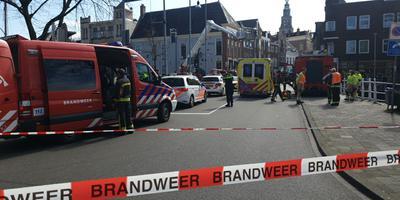 Bij het incident op de Ebbingebrug in Groningen waren veel hulpdiensten snel ter plaatse. Foto: 112 Groningen