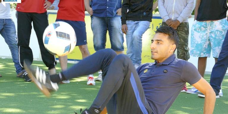 Touzani voetbalt bij azc in Assen.