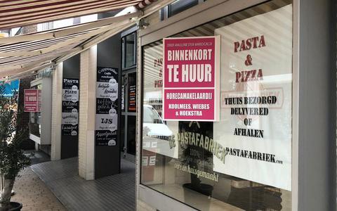Eigenaar Pastafabriek Groningen protesteert tegen coronabeleid: pand te huur door 'horecamakelaardij Koolmees, Wiebes & Hoekstra'