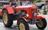Johan Heijink uit Coevorden rijdt met zijn Steyer 280A de Grossglockner op tijdens het WK Traktorrijden voor oldtimer.