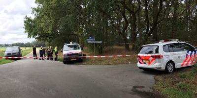 Politie-eenheden bij het bosperceel buiten Annen