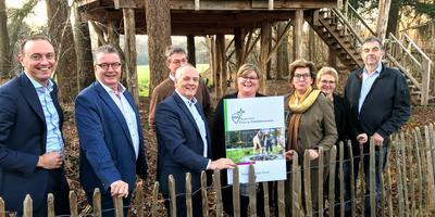 Vertegenwoordigers van gemeenten en provincie presenteerden in december het voorstel voor de Regio Deal vitale vakantieparken.