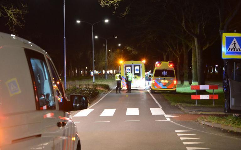 Voetganger ernstig gewond na aanrijding op zebrapad in Veendam.