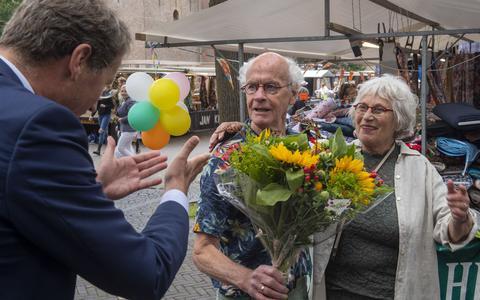 Stoffen Henkie uit Geesbrug is ook na 60 jaar nog steeds bezeten van de markt. Van afbouwen kwam maar weinig, corona was een zware tijd en het werk gaat nog steeds voor het meisje