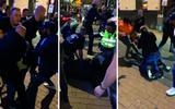 Grote nachtelijke knokpartij op Grote Markt in Groningen. Beveiligers en politie worden aangevallen. Dit zijn de beelden: 'We hadden deze gasten al wat langer op de korrel'