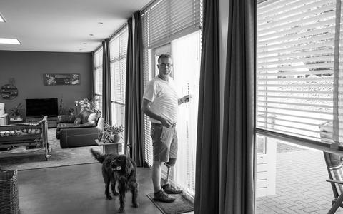 Rauwe portretten van Inge Vuijk uit Wapserveen: het leven op de kop door een handicap