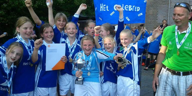 Het winnende meisjesteam uit Tynaarlo. FOTO MARIEKE GOSENS